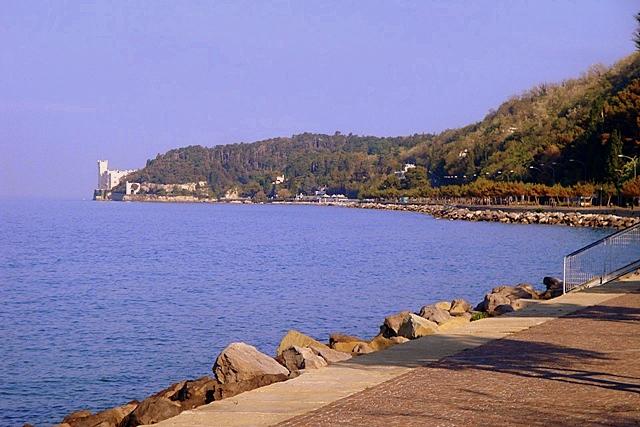 Miramare – morze, skały i zamek