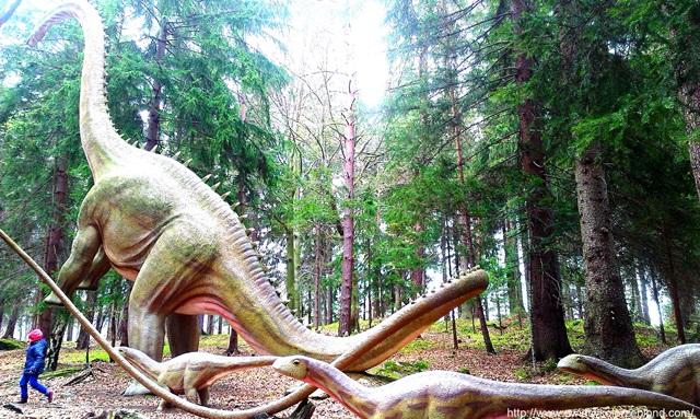 rekonstrukcje dinozaurów, gry, zabawy