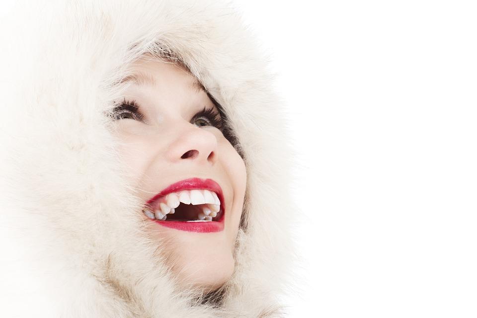 Białe zęby – najlepsza wizytówka każdej kobiety