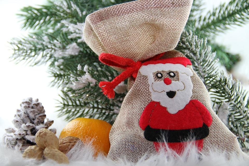 Przesyłki świąteczne – jak pomóc Mikołajowi?
