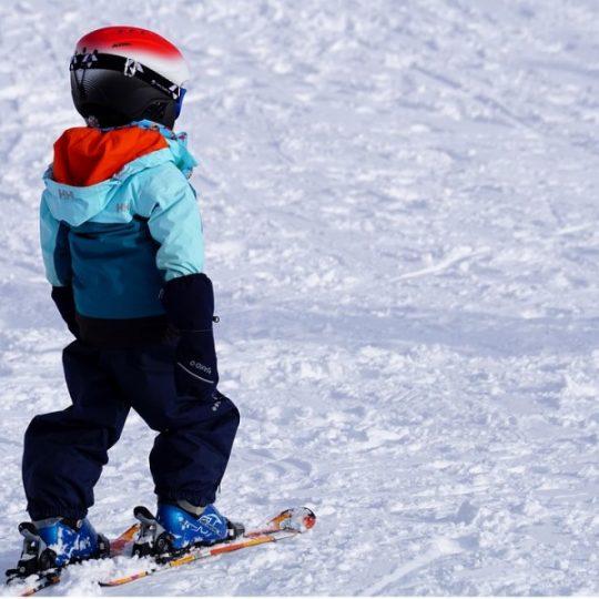 Aktywna zima – wybieramy narty dla dzieci