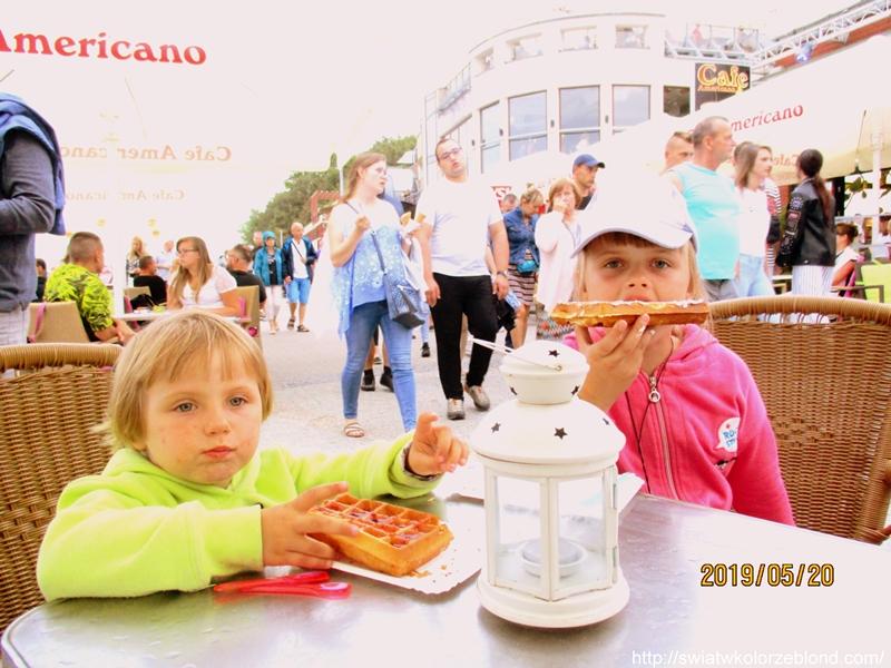 Port morski w Kołobrzegu dzieci gofry 2019