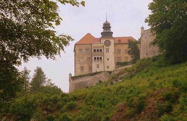 Z cyklu Piękno Polski – Zamek w Pieskowej Skale i Maczuga Herkulesa